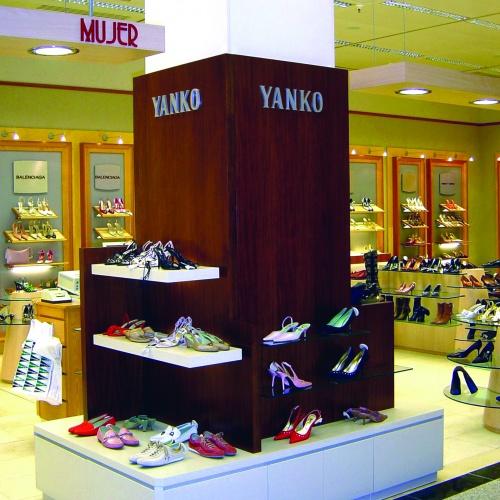 Decoración Columna en Madera para Yanko