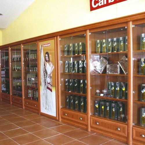 Expositores vitrina en madera y cristal